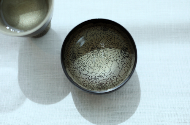 Sake cup: Hana o Matou (Wreathed in Flowers)